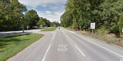 View of the left turn lane and the intersection to make the turn.